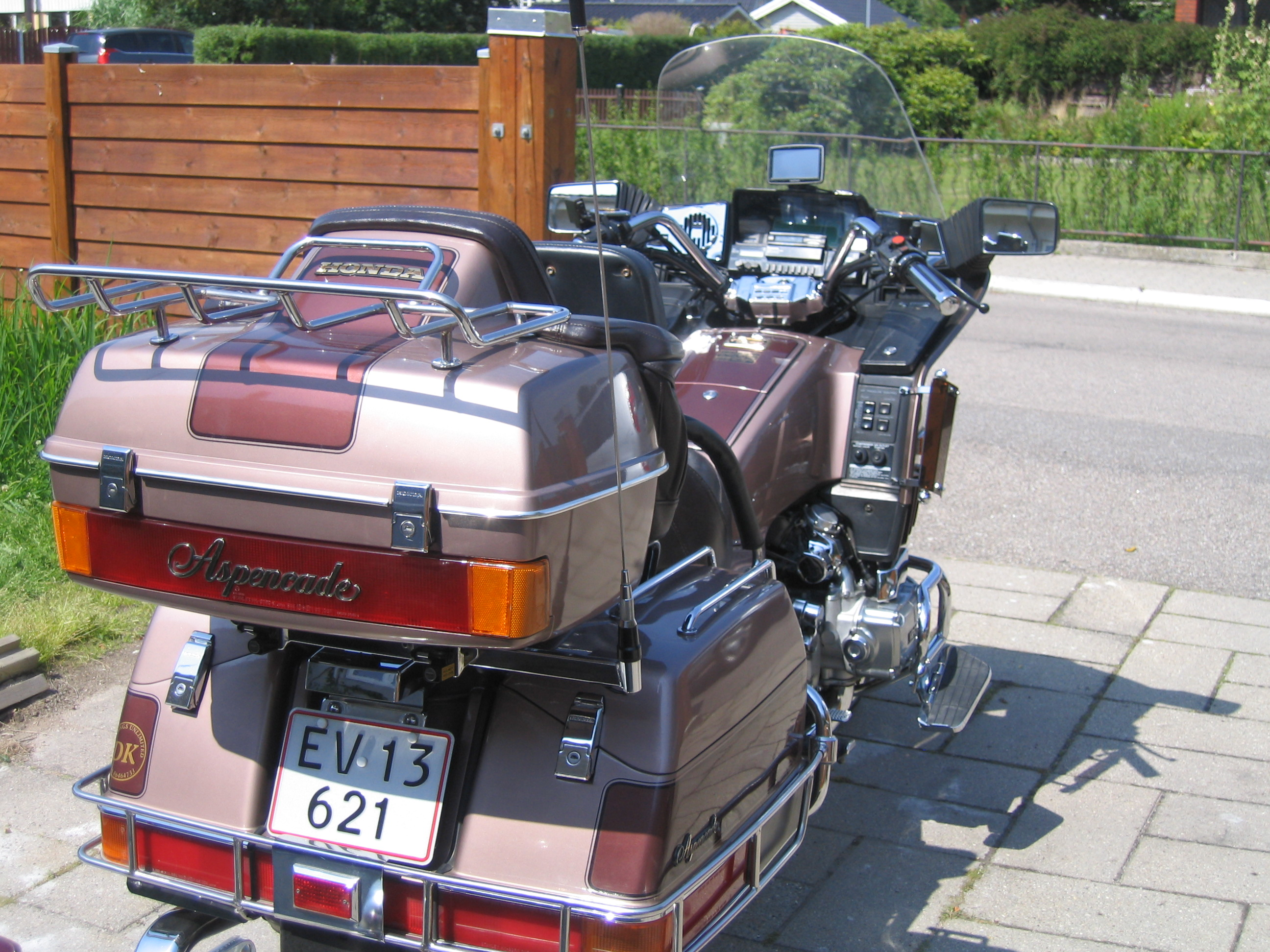 august2012_goldwing1200-020